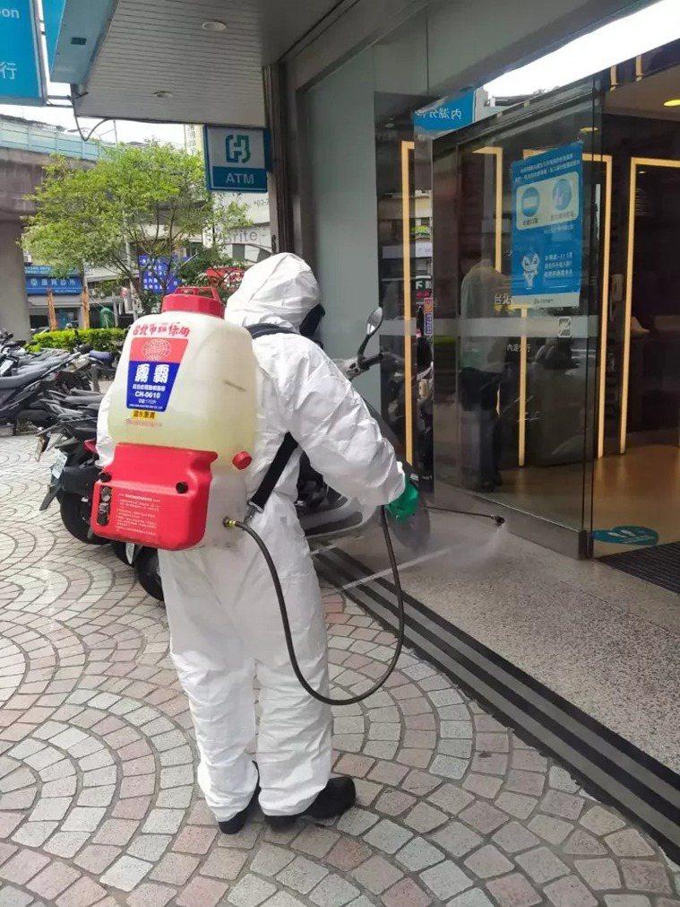 案1184去過台北富邦內湖分行,環保局已完成消毒。圖/北市環保局提供