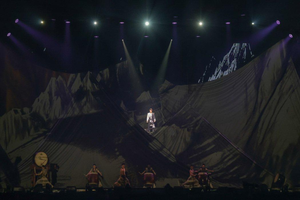 周華健的高雄「少年俠客」演唱會,因防疫高規格,延遲40分才開場。圖/滾石提供