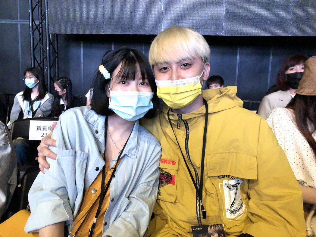 新婚的田亞霍(右)帶著懷孕的老婆朝聖「九澤CP」演唱會。記者林士傑/攝影