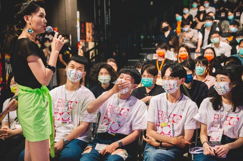 得獎結果揭曉前,主持人訪問參賽學生等待揭獎的心情,大家超緊張。記者王昭月/攝影