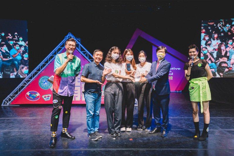 青春設計節視覺傳達設計類金獎,由南臺科技大學視覺傳達設計系以「廚房的美術課」奪得。記者王昭月/攝影