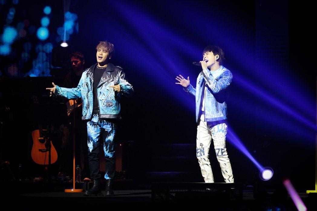 「九澤CP」由陳零九(左)、邱鋒澤合組。記者沈昱嘉/攝影