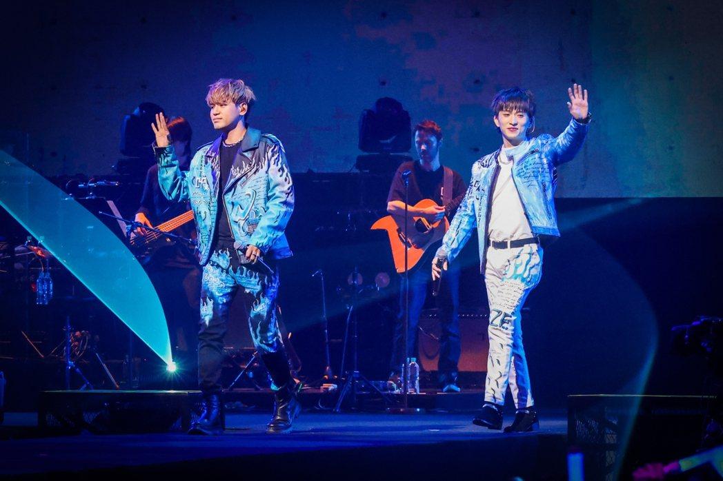「九澤CP」陳零九(左)、邱鋒澤舉辦「第四象限演唱會」。記者沈昱嘉/攝影