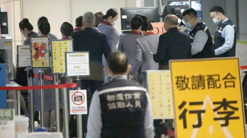 華航清零專案無法保證其他航空公司機組員檢疫放寬後,未來會不會出現疫情。圖/聯合報系資料照片