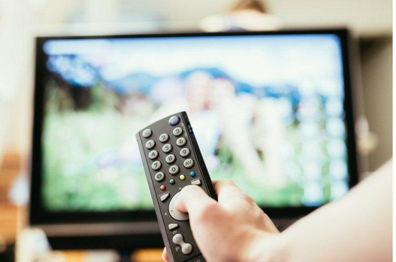 在宅經濟效應與紓困方案的刺激下,北美地區電視銷售創下同期最高紀錄,進而拉抬2021年第1季全球電視出貨量至4,996萬台。圖/聯合報系資料照片