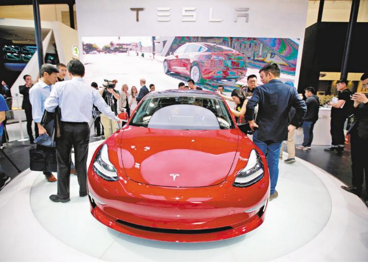 特斯拉Model 3標準續航升級版車型將上漲4,300元,反映車用晶片短缺情形。...