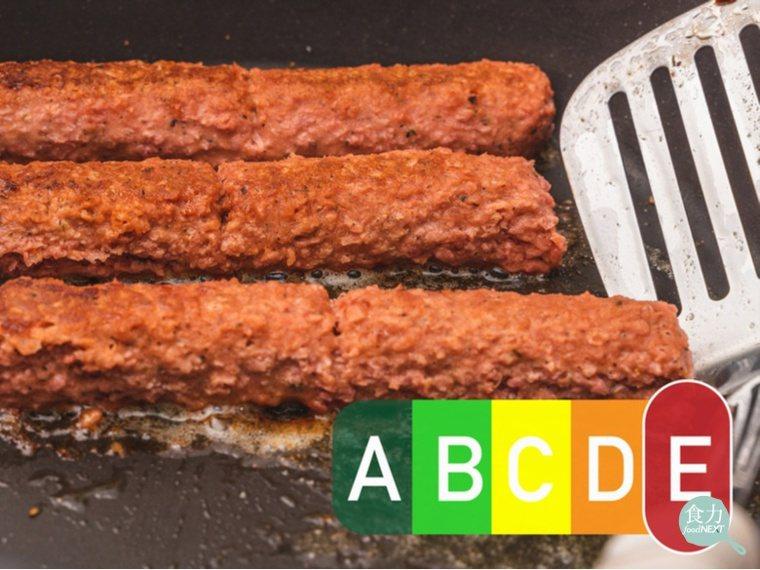 Nutri-Score的分類系統綜合考量食品所有的營養素,將等級分為A~E,A代...