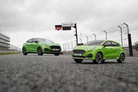 影/和1:10的自己跑誰會贏?Ford Puma ST與遙控車賽道激戰!