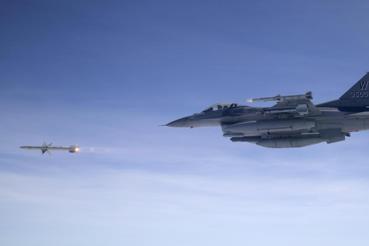 對台軍售爭議:我遭美國敲竹槓?性能提升的AGM-88F反輻射飛彈