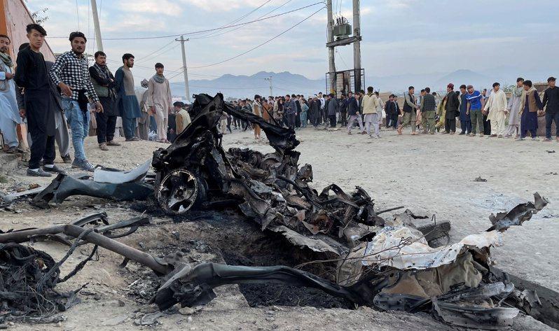 阿富汗首都喀布爾西區一所高中附近,8日下午發生汽車炸彈事件。 路透社