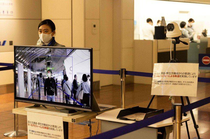 日本政府明天起針對來自印度、巴基斯坦、尼泊爾的旅客,在防疫旅館隔離的時間延長為6天,入境後第3天接受第3次檢查、第6天接受第4次檢查。圖/法新社