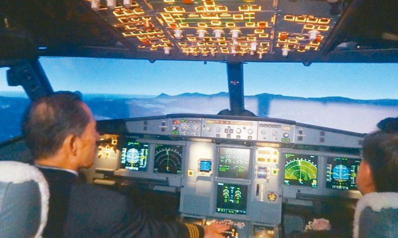 指揮中心認為,案1153是上月28日在上模擬飛行訓練時,把病毒傳播給了案1183的教官。圖為模擬駕駛機艙示意圖。本報資料照片