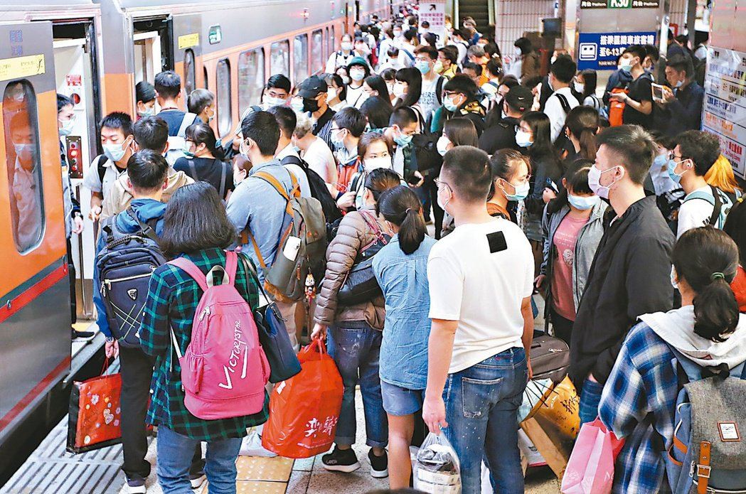 因應端午連假疏運旅客需要,台鐵局自6月11日起至6月15日5天期間,全線加開各級...