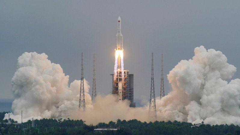大陸長征五號B運載火箭4月29日發射升空。路透