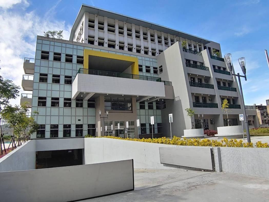 市第一座身障者就業大樓已完工,目前正進行室內裝修階段。圖/市府提供