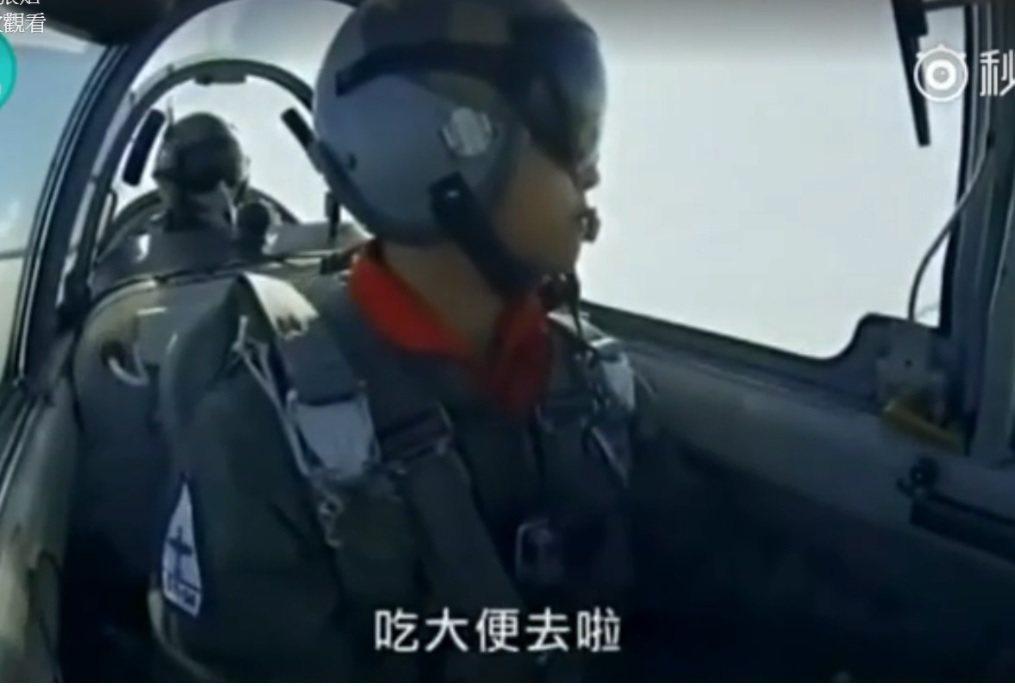 國防部2015年曾委由國家地理頻道拍攝《台灣菁英戰士:傲氣飛鷹》紀錄片,片中呈現...