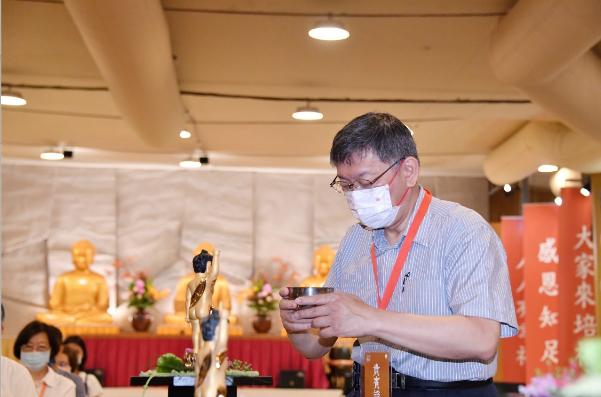 柯文哲今天出席法鼓山心靈環保家庭日活動,對於疫情持續延燒,台北市政府的開齋節活動...