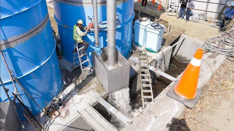 為紓解水荒,在台水公司日夜趕工下,彰化市烏溪河濱廠伏流井五月初已供水1萬噸,並希望在五月底再增加兩萬噸,解決供水燃眉之急。圖/台水公司提供