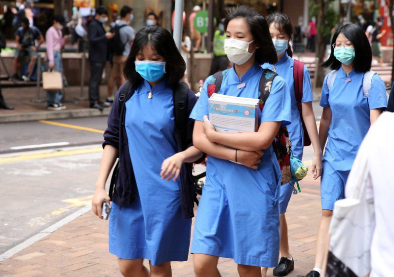 香港教協指出,4成教師有意離開教育界,政治壓力日增成主因。中通社