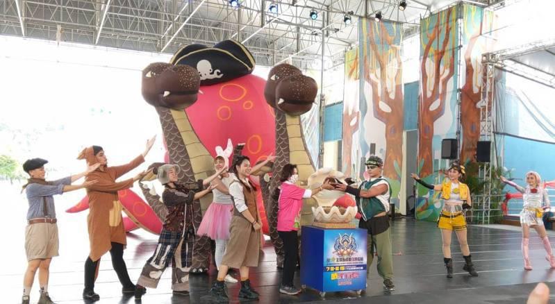 宜蘭綠色博覽會活動閉幕,入園人次突破46萬人次,刷新紀錄。縣長林姿妙傳遞希望的種子,今年夏季活動由國際童玩節接棒。記者戴永華/攝影
