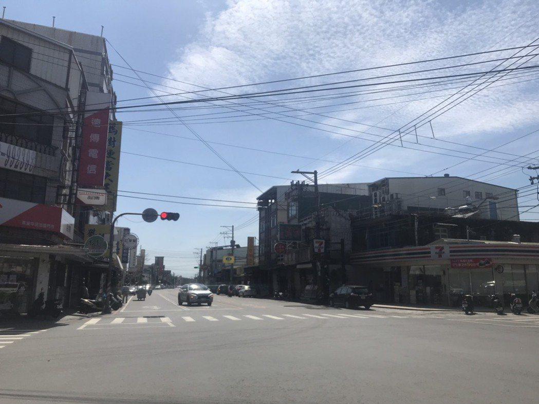 這兩天高雄各地天氣炎熱,內門、杉林等地溫度都超過36°C。記者徐白櫻/攝影