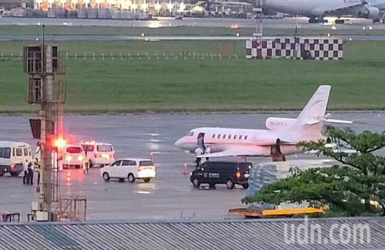 印度返台醫療專機抵達台灣。記者鄭超文/攝影