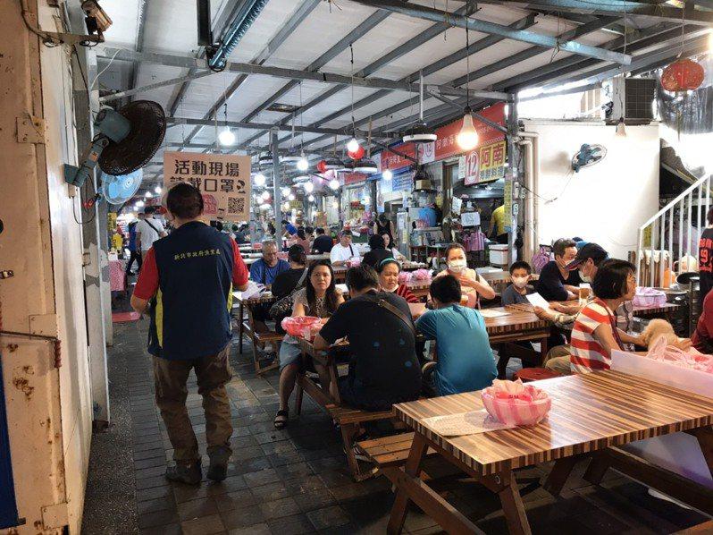 龜吼漁夫市集也有提供代客料理的服務,民眾能在現場享用。圖/新北漁業處提供
