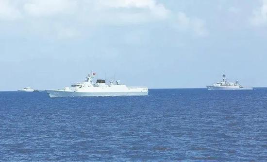 參演艦艇在演練中。解放軍報