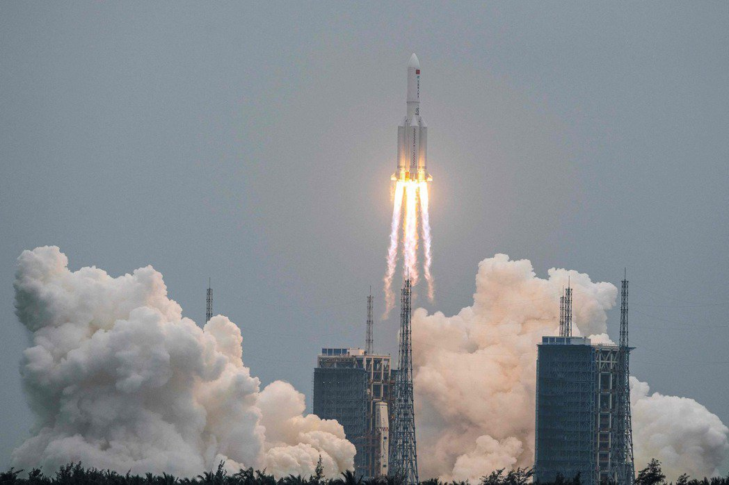 長征5號B運載火箭已於9日稍早墜入印度洋。(法新社)