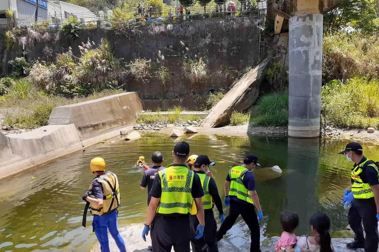 台中溪邊烤肉溺水2死 溺斃童母:兒子遭抓下水