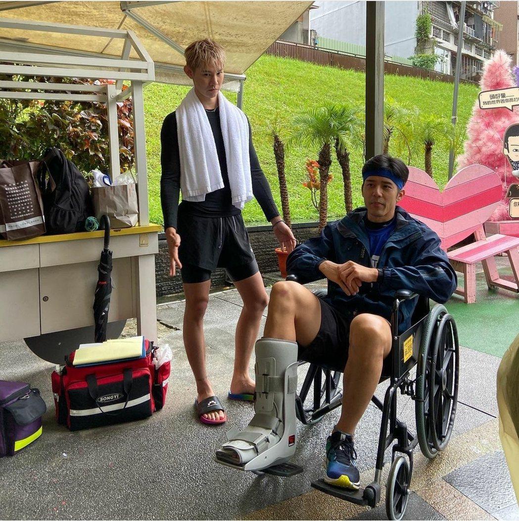 胡宇威先前腳傷只能在岸上觀戰。圖/摘自IG