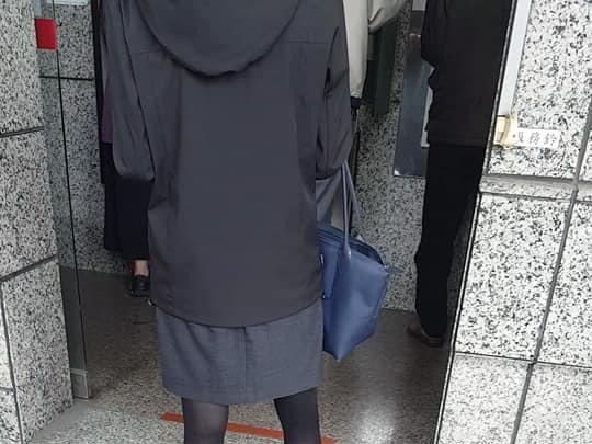 有些人在ATM提款遭偷拍而不自知。記者王駿杰/翻攝