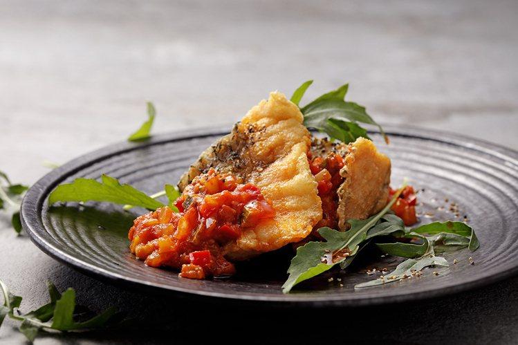 鱸魚佐蕃茄鮮蔬。圖/MO-MO-PARADISE提供