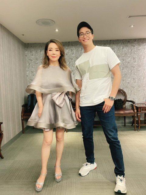 吳翔震(右)看辛曉琪「回報以歌」演唱會。圖/經紀人提供