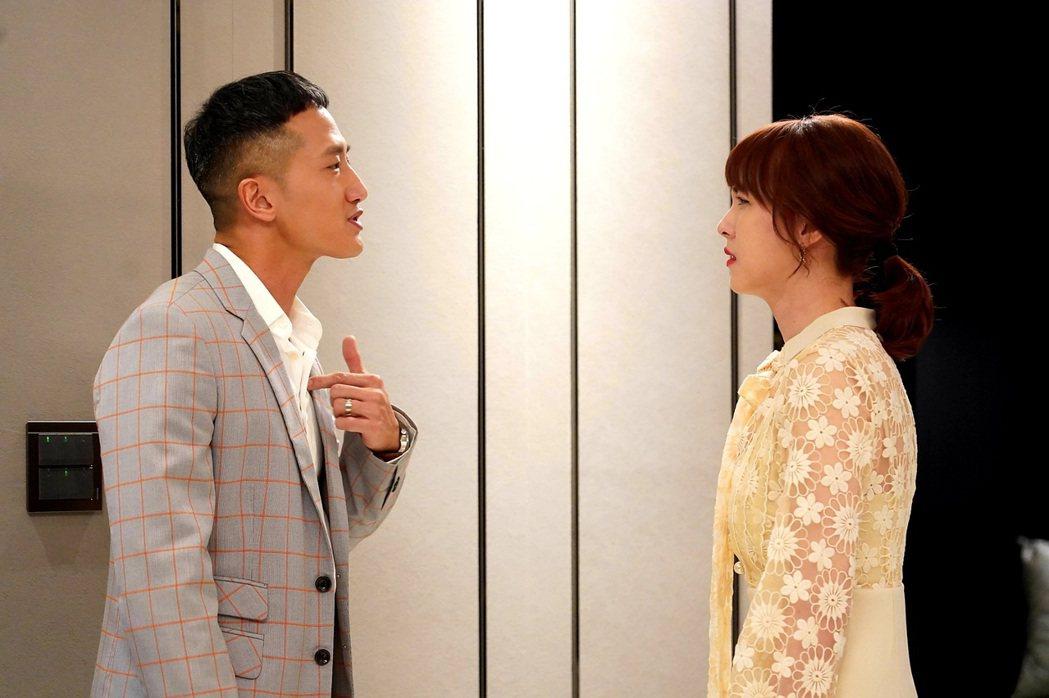 魏蔓(右)面對飾演老公的高英軒率先提出離婚,幾乎不敢相信。圖/三立提供