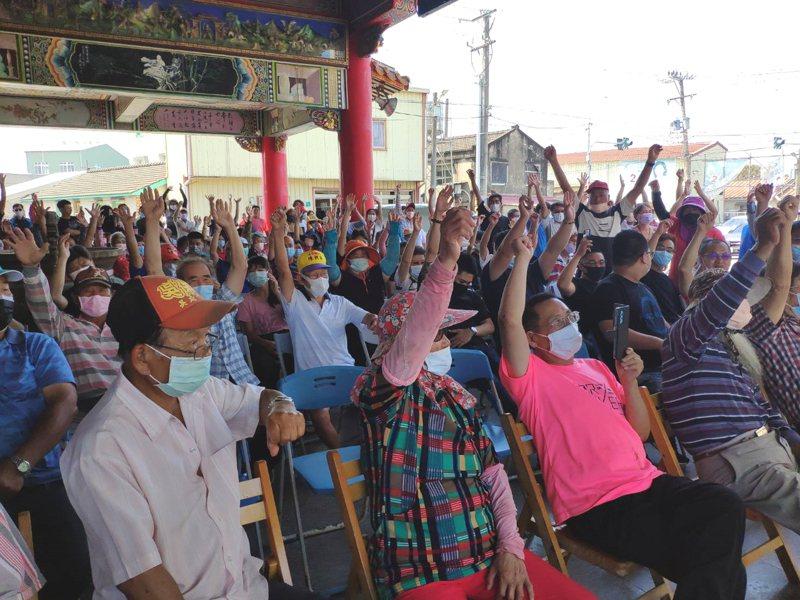 反對土石方資源堆置處理場進駐,台南市北門區錦湖里居民昨組自救會將長期抗爭。記者謝進盛/攝影