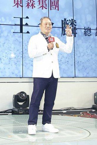 東森直消電商日前假台中林酒店舉辦慶祝4月單月業績破4億,東森總裁王令麟更喊話2025年營收要衝500億。東森直消電商/提供