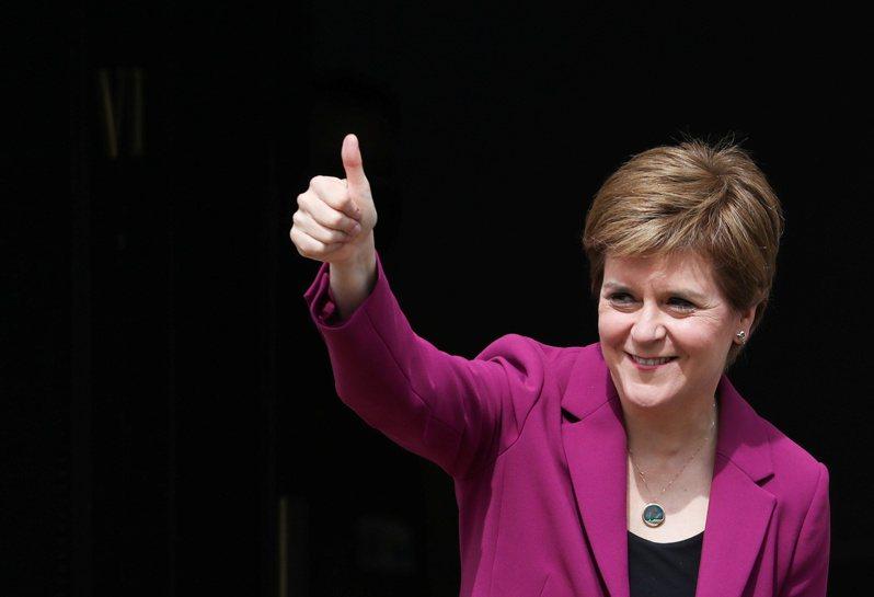 蘇格蘭民族黨八日贏得議會大選,黨魁施特金表態再次推動蘇格蘭獨立公投。(路透)
