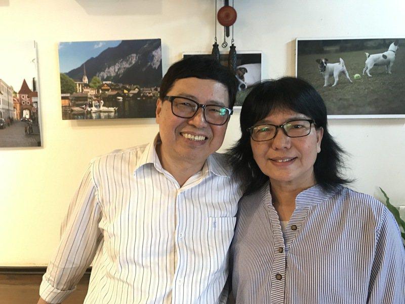 寄養爸媽李龍政(左起)、林玉秀,服務寄養兒童十八年,愛心滿滿。記者洪敬浤/攝影