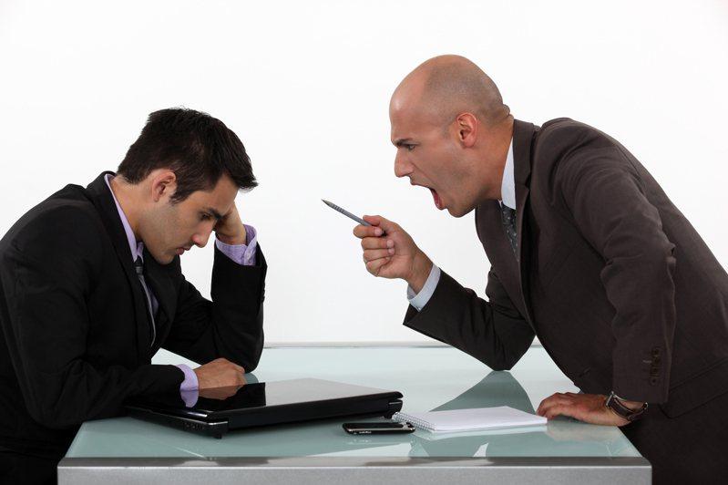 日本最近一項調查指出,有7成的上班族不滿職場上司,並有6成多的上班族因為糟糕上司考慮過辭職。圖片來源/ingimage