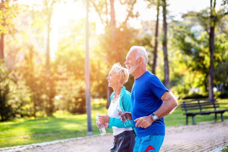 保健靈活力需要有適度的運動搭配補充正確營養素。 圖片來源/Shutterstoc...