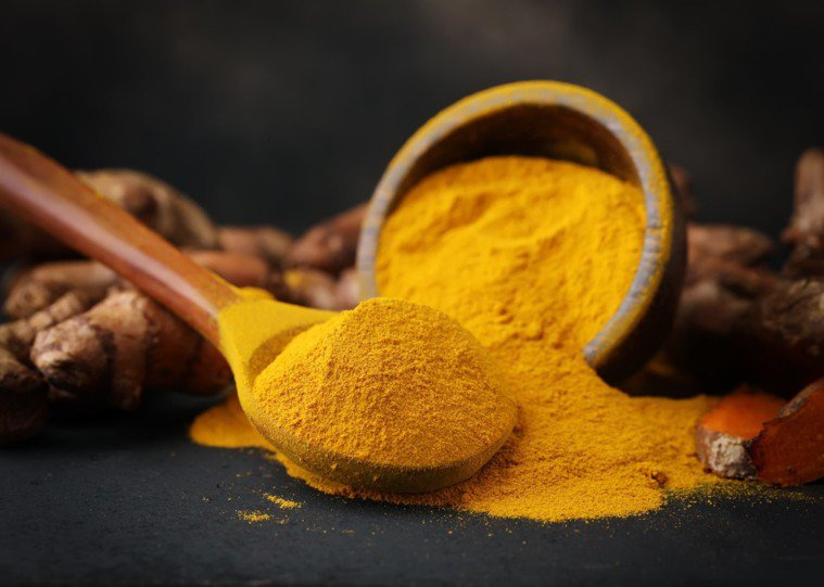 選購營養素時,務必確認有效成分是否「足量」。 圖片來源/Shutterstock