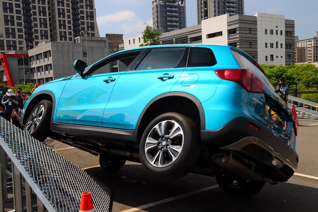 SUZUKI VITARA ALLGRIP穩固的車體架構,充沛的扭力輸出加上適時...