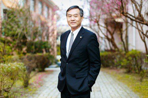 文化大學校長徐興慶說,隨著全球化、無國界的趨勢,文化大學堅持教學理念之一,要培養...