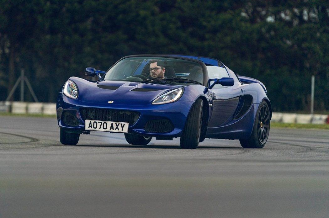 Lotus Elise Sport 240。 摘自Lotus