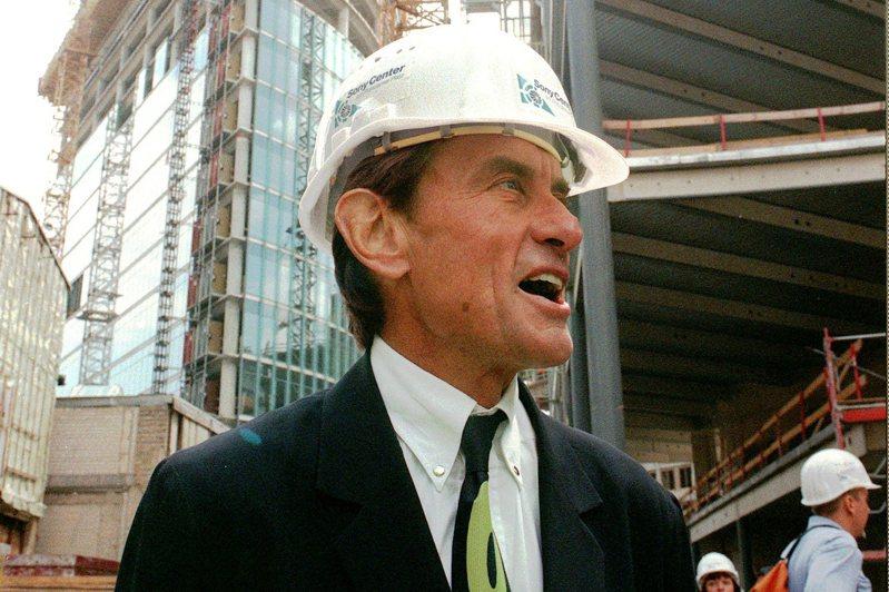 德裔美籍建築大師雅恩(Helmut Jahn)8日在伊利諾州騎乘自行車時遭2輛車撞上,傷重不治,享壽81歲。圖為他1998年的照片。(美聯社)