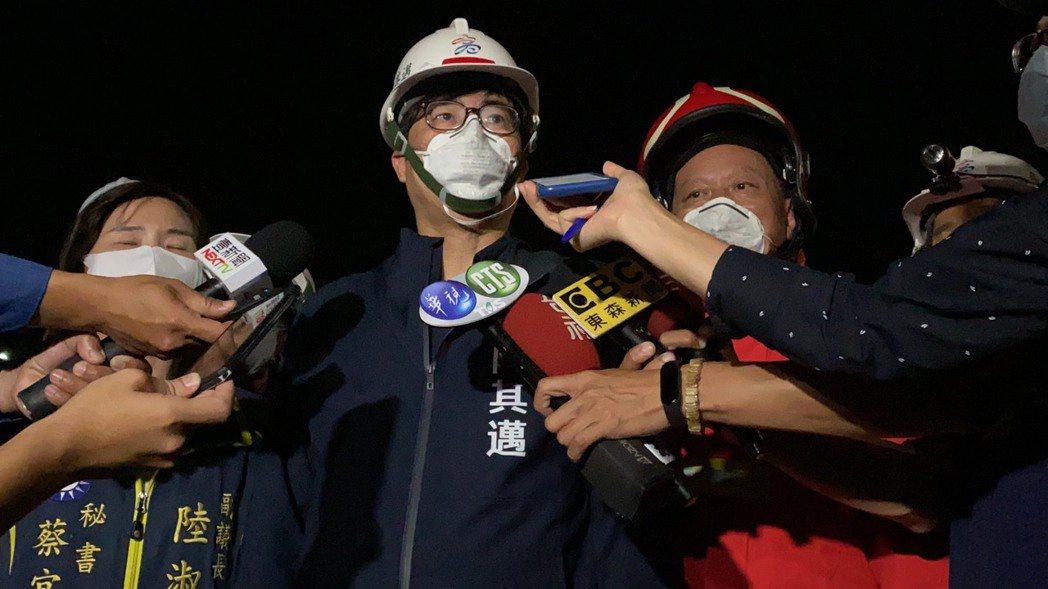 高雄燁聯鋼鐵廠區9日晚間起火,市長陳其邁勒令廠方停工。記者陳弘逸/攝影