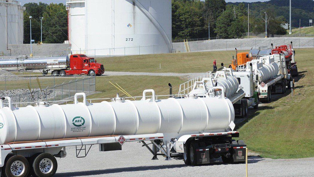 美國東岸輸油管系統營運商Colonial管線公司遭駭客攻擊。(美聯社)
