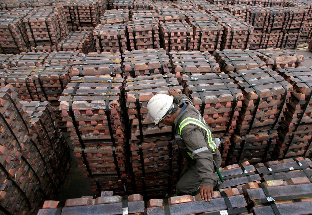 高盛集團繼續看好銅、鋁、石油等原物料。(路透)