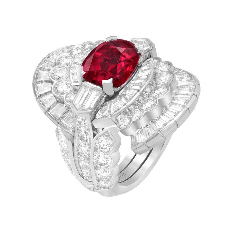 Amara可轉換式戒指,白K金鑲嵌一顆 3.93 克拉枕形切割緬甸紅寶石、鑽石,...